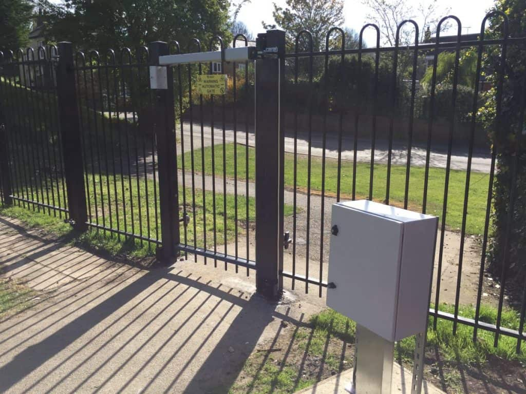 Automatic access control pedestrian entrance gate