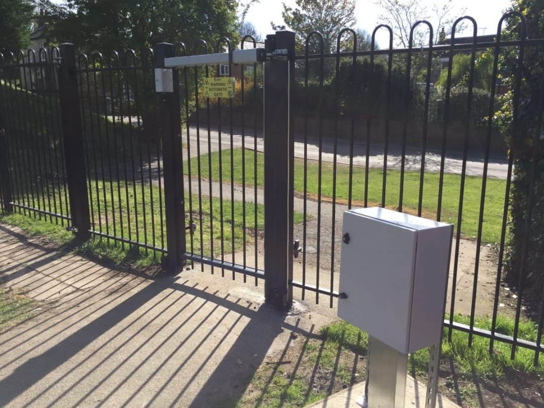Automatic access control pedestrian entrance gate